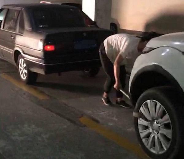 天长一男子替人担保不给钱 名下豪车被拖走