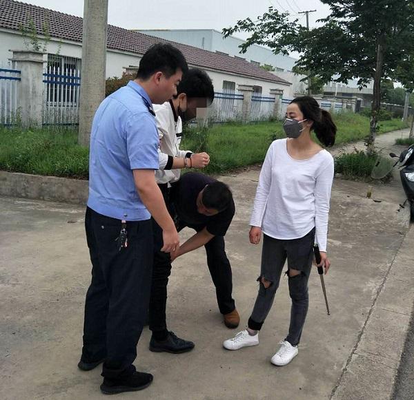 """CCTV13报道,天长警花房玲玲英勇擒""""色狼"""""""